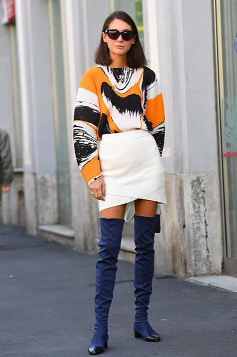 Flat boots in winter will provide you with full comfort. Navy can efficiently act like black or grey so you can work with a bright shade of skirt and a chunky sweater. #skirtsinwinter #skirtoutif #winteroutfits