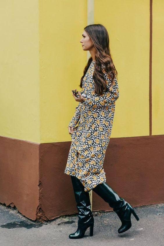 You can't escape floral print even on the coldest days. However, floral dresses are so chic that you can style them for every occasion. With these lovely knee-high boots, you can be sure your look will be upgraded. It has straight cut which seems flattering, while the yellow color is always welcome in our closets. #highboots