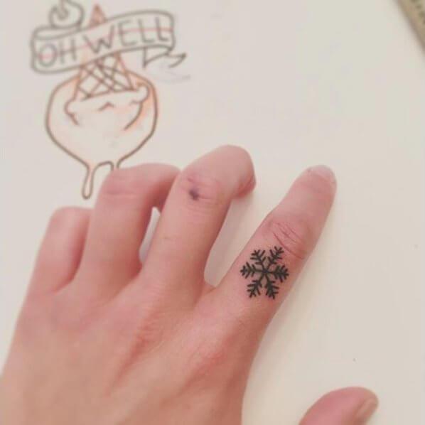 5a30ac1149c78 40 Awe-Inspiring Tiny Winter Tattoos – BelleTag