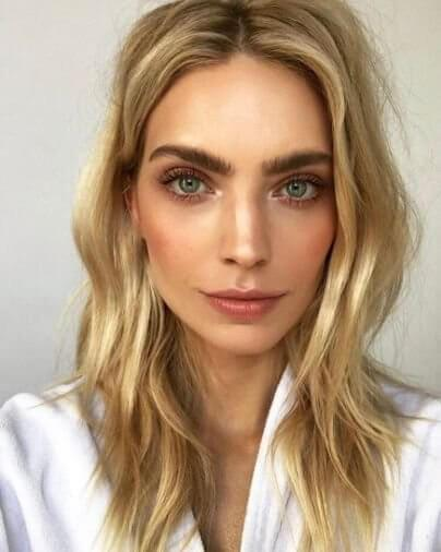 Big Eyebrows as Part of Natural Makeup