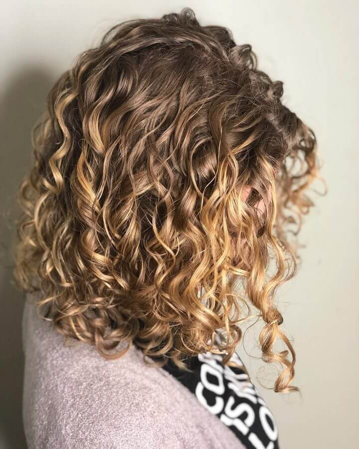 Sun-Kissed Hairstyle with Gold and Blonde Highlights