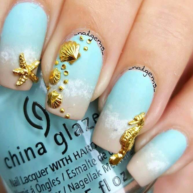 Sea Details in Gold Nail Desing