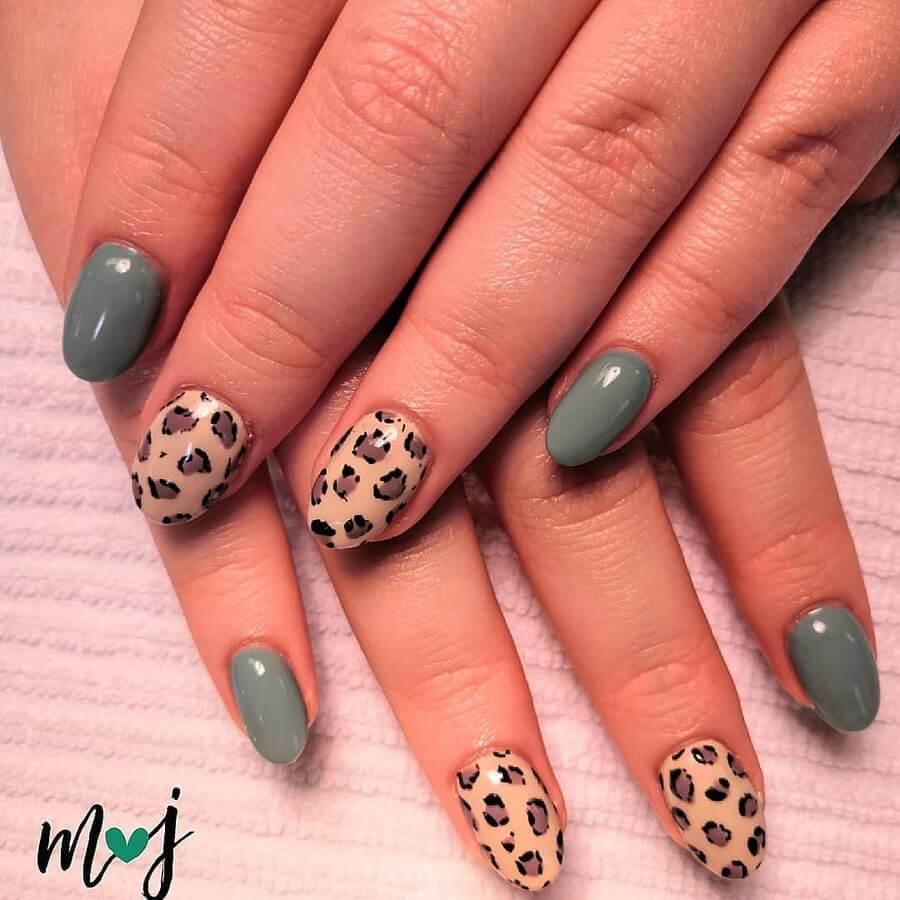 Animal Print on Nails
