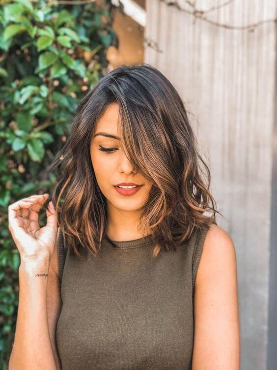 25 Wavy Lob Hairstyle Looks That Never Go Out Of Fashion - BelleTag