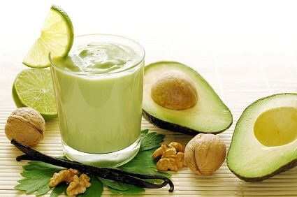 Avocado pear smoothie with lime slice