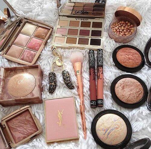 Whatever style a woman has in mind, among the beauty paraphernalia you can always find in her vanity table is a bronzer.