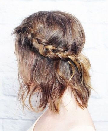 An easy and quick hairdo to keep hair away from the face for hot seasonal days is this simple braid style.