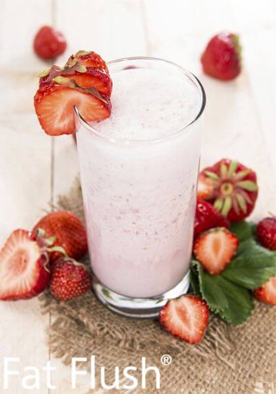 Cucumber smoothie with strawberry toppings
