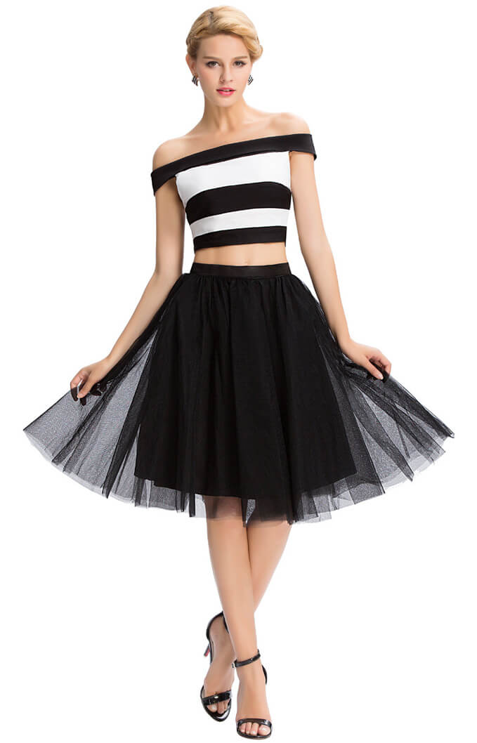 Prom style: black skirt with tulle.