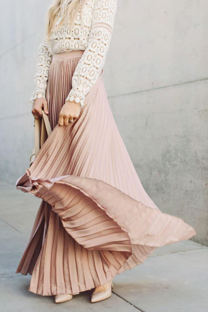 Full maxi skirt in pale pink combined with a long-sleeved patterned top. Pale pink maxi skirt for chillier days.