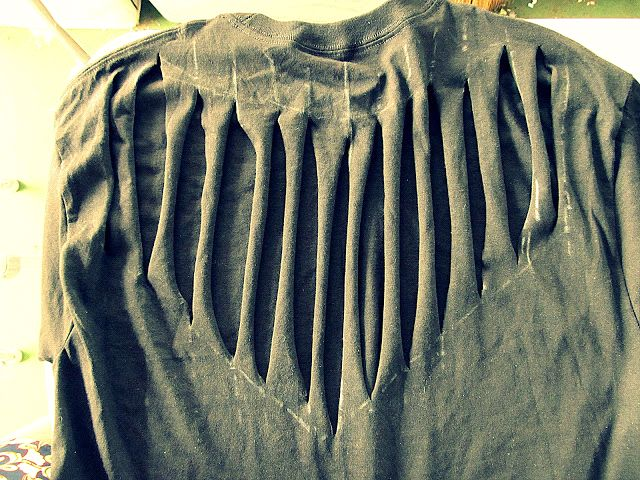Back portion of a slashed shirt