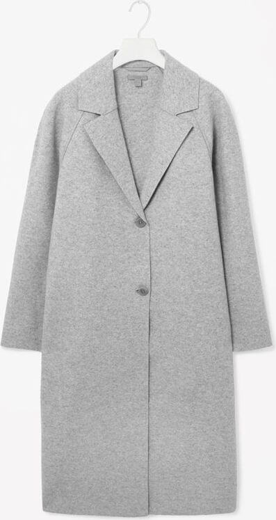 Cocoon coat with two central buttons.