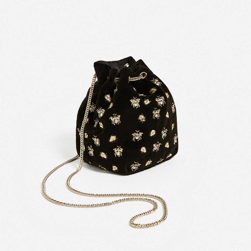 Dark velvety bucket bag from Zara, with golden bees and long chain, perfect for giving light to an evening look.