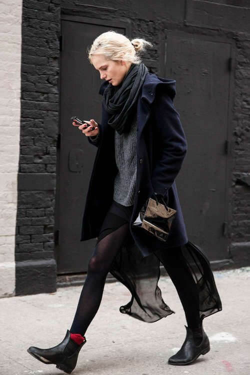 Urban look with Chelsea boots.