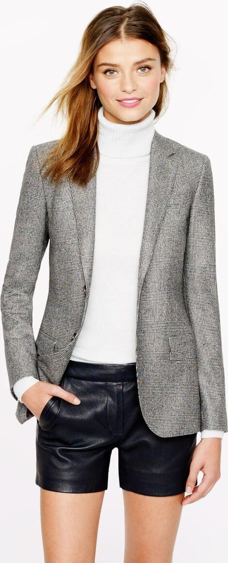 Blazer in casual daytime look.