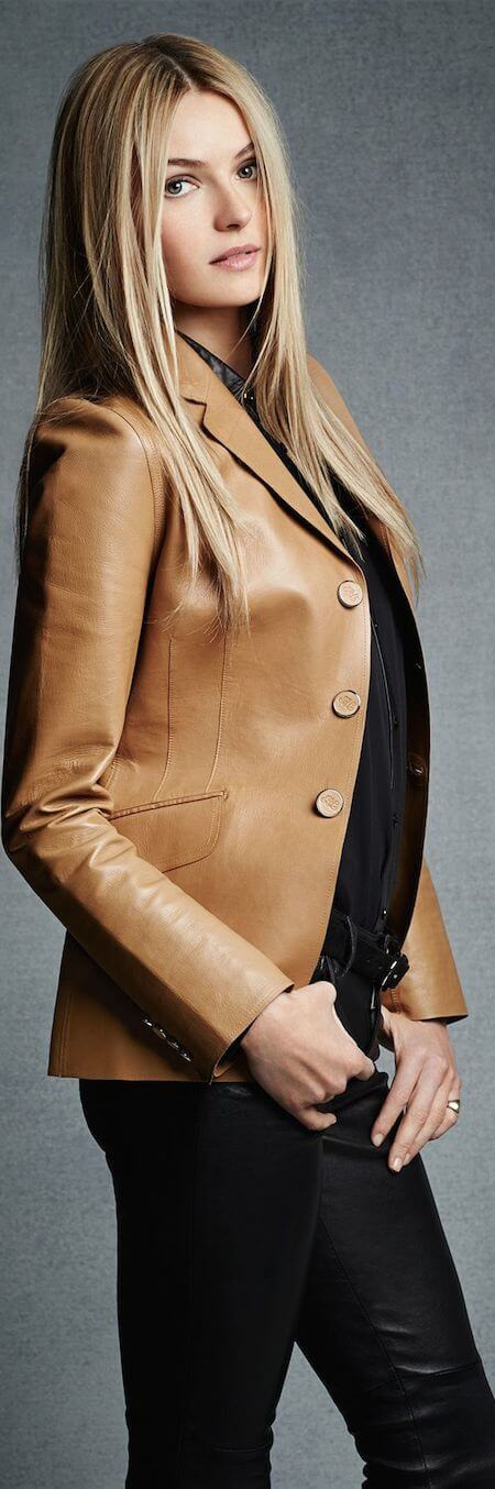 A fitted brown leather blazer keeps things perfectly polished and poised.