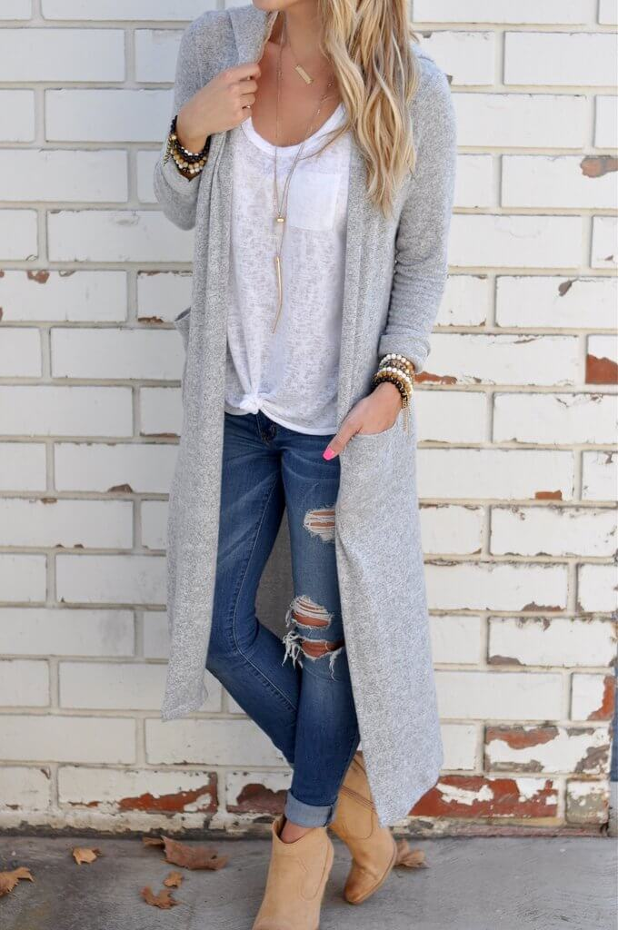 Ripped jeans add to the laissez-faire attitude of this comfortable daytime look.