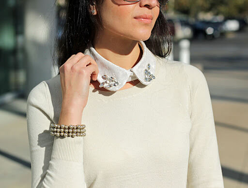 Such collar is really easy to make as a DIY project too!