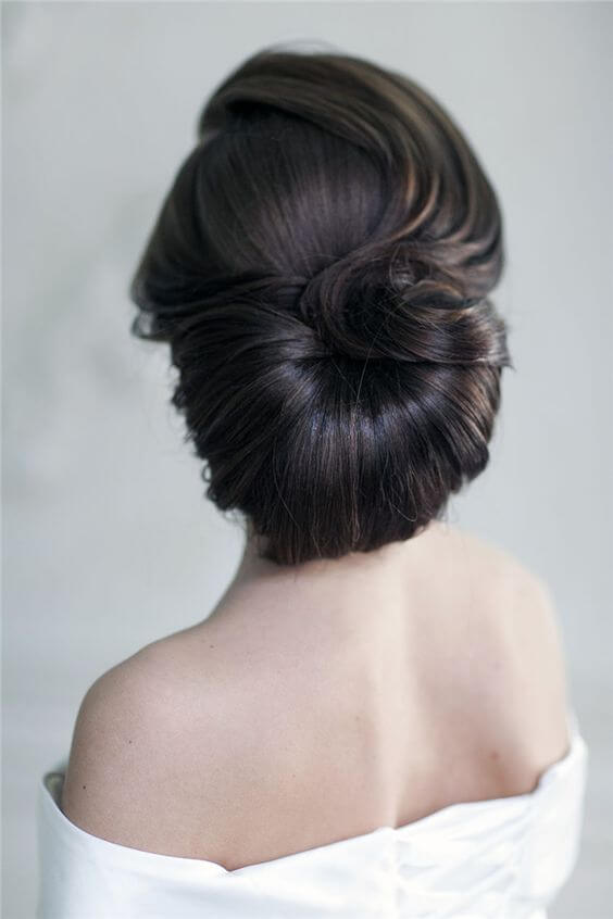 Elegant hairstyle with a semicircular twist