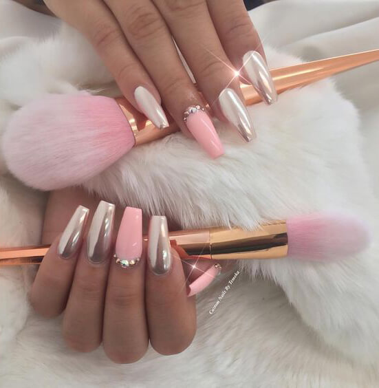Indulge in these decadent rose gold mirror nails for your next manicure.