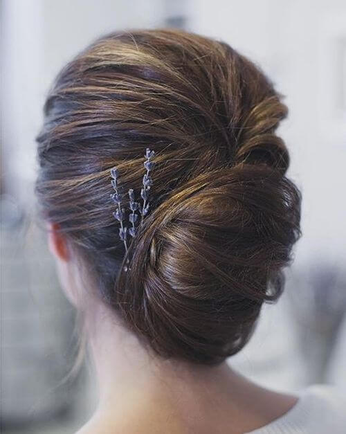 Nature lovers, take note of this beautiful updo!