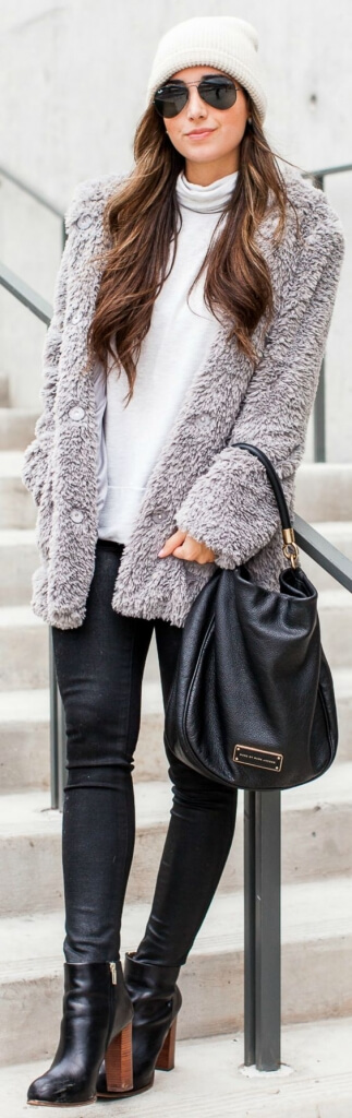 Woman in black skinny jeans and gray furry jacket