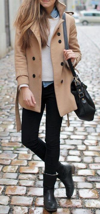 Woman wearing black skinny jeans and beige trench coat