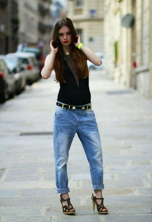 Brunette in blue jeans