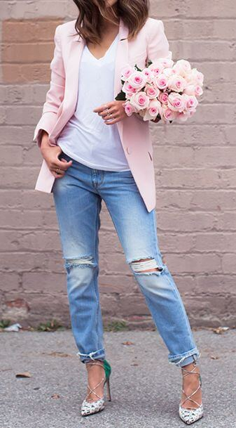 Chic woman in pale pink blazer and boyfriend jeans