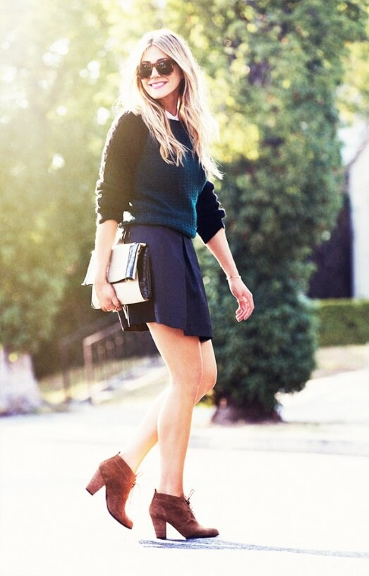 A pleated woolen skirt as your preppy style.