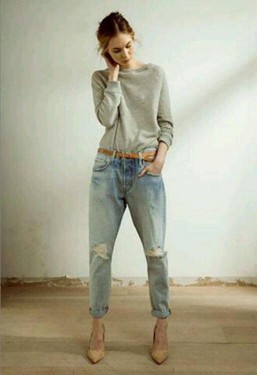 Woman in loose boyfriend jeans