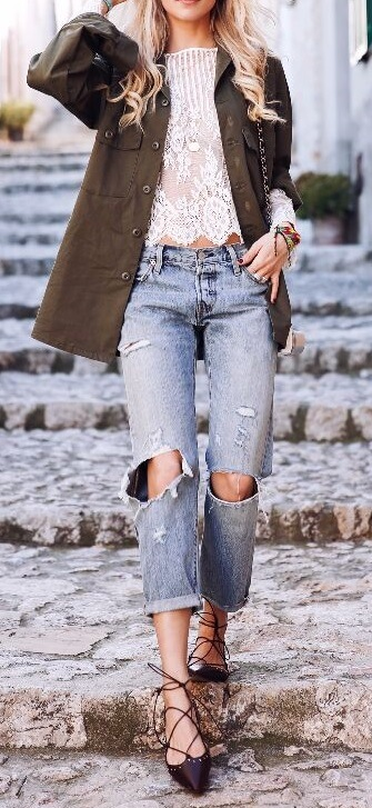 The trendy blonde is wearing ripped boyfriend jeans and a khaki jacket. Mix up all your stylish separates for a unique take on the season.