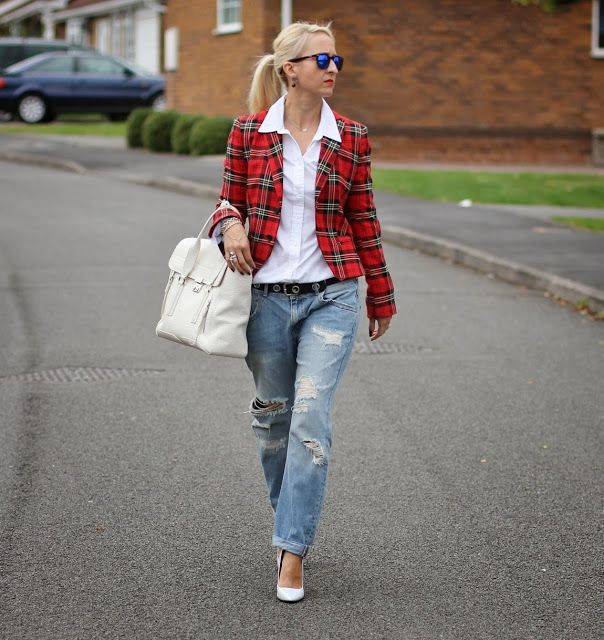 Woman with ribbed boyfriend jeans and red checked print blazer