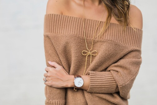 Simple brown sweater in combination with long bow detail necklace