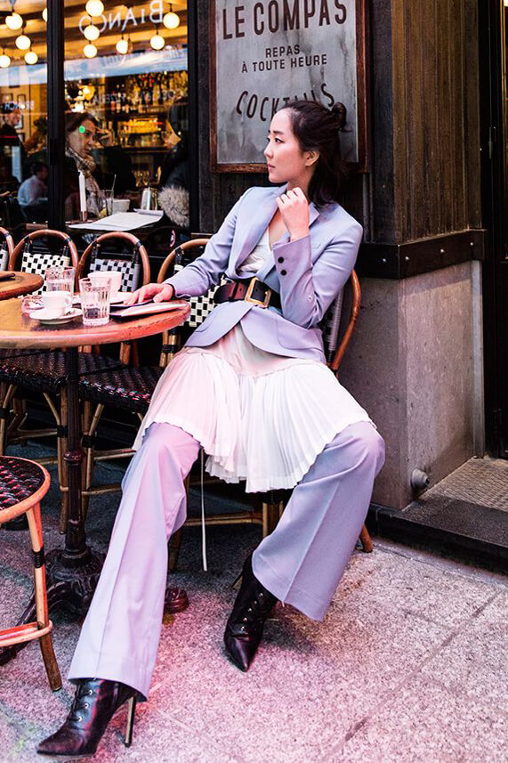 A minute of relaxing: she looks amazing in baby blue wide leg pantsuit and white pleated dress with black leather ankle boots and black leather belt