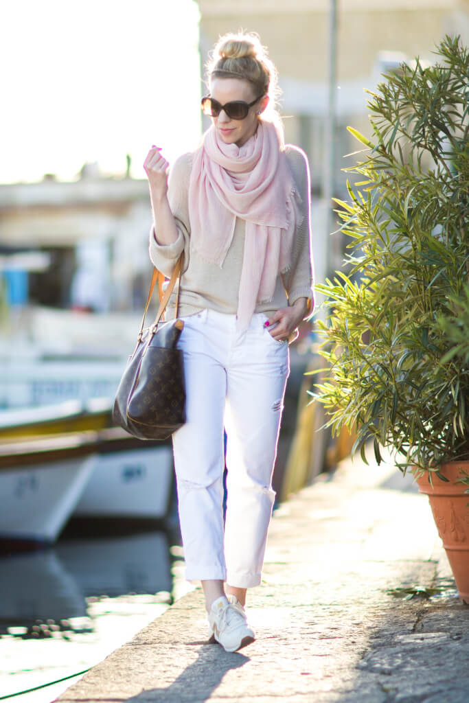 The perfect leisure outfit is on this lady! Weekend strolls are a match perfection for this.