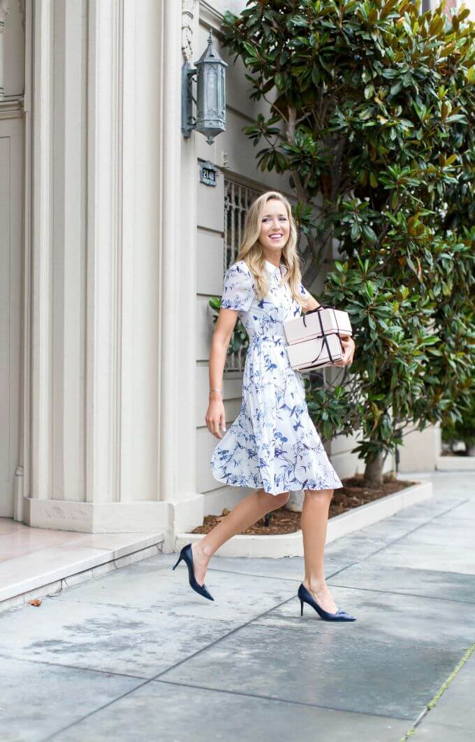 Blondie with a retro dress in blue and white floral print