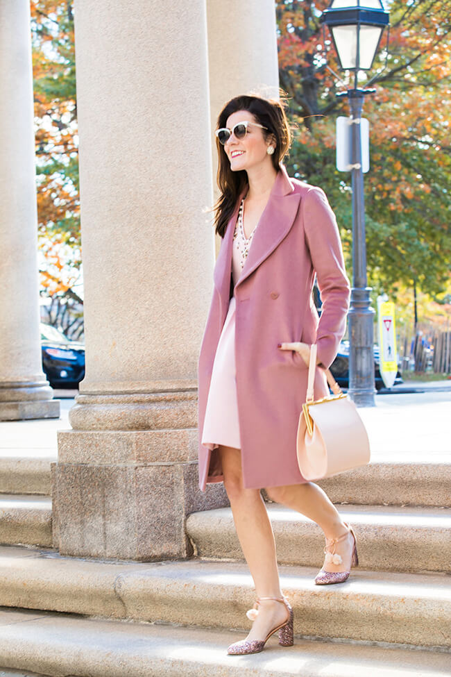 Want to look like the 50s meets modern lady? Take this as your ultimate inspiration