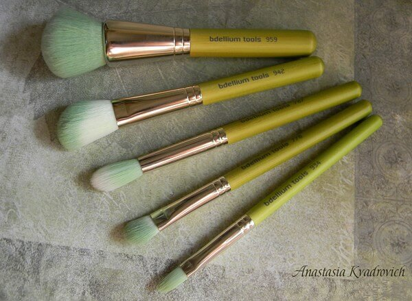 Nature-lovers, rejoice! Look no further than this 5-piece eco-friendly brush set, complete with green bamboo handles and green and white bristles.