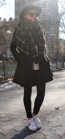 How to be chic and cozy at the same time? Go top to toe in one color like this outfit of all black items – just make sure an oversized wrap around scarf is part of the look and you're all set.