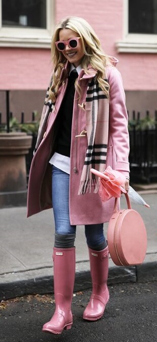 If feminine and flirty speaks more to your personality, how about a pale pink Burberry-style scarf? Don't forget the matching baby pink accessories for a cute, girly effect.