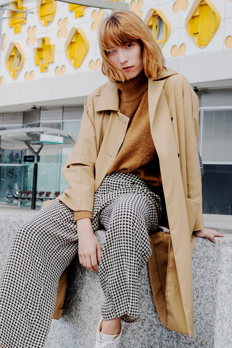 Besides black, guess what is the second color that is most frequent in a French woman's wardrobe? You probably got it right, yeah, it is camel. Besides being awesome on its own, it gets super appealing when worn next to more shades of the sophisticated beige shade.