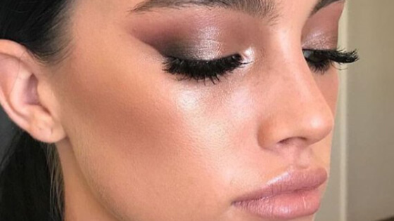 35 gorgeous dewy makeup looks that are great to wear during exciting summer months! Learn how to achieve that beautiful wet finish.