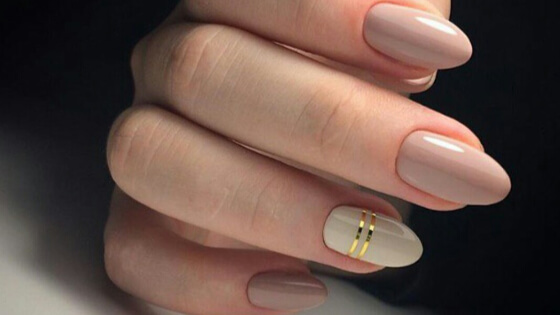 Prom night is the most important night in a teenager life. Whole attire needs to be perfect. Check here for the most beautiful, prominent and elegant nails.