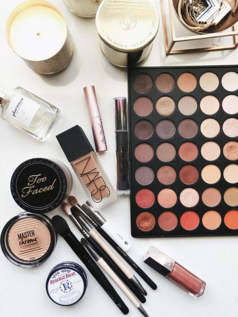Toolbox for natural makeup look