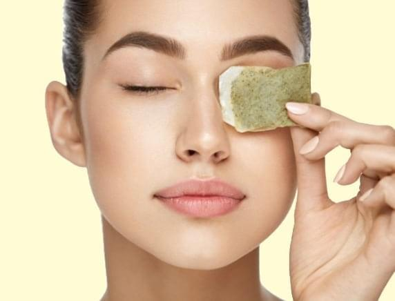 Get rid of eye bags naturally with a tea bag