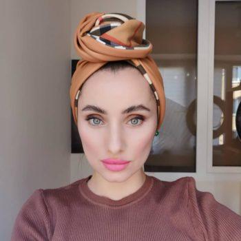 Wearing a headscarf